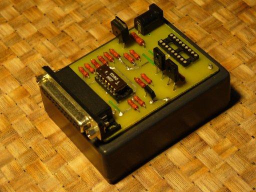 Программатор для PIC микроконтроллеров через LPT-порт.  Изготовлено в мае 2002 г. Схема взята с сайта.